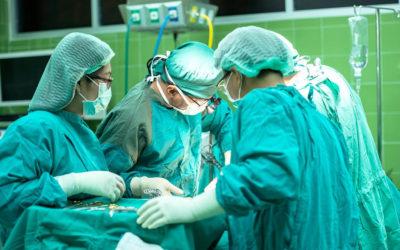 Responsabilité médicale non fautive et droit à indemnisation du conjoint survivant