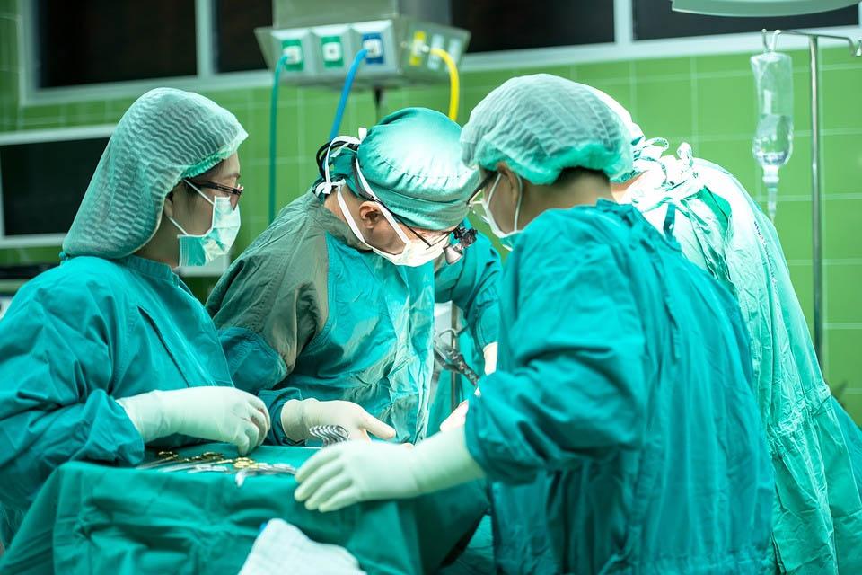 Résumé : La réparation intégrale des préjudices causés par les erreurs médicales à l'hôpital : encore un effort Mesdames et Messieurs les juges administratifs
